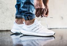 Adidas Ultra Boost White x Pin Rolled Sneaker Outfits, Converse Sneaker, Puma Sneaker, Sneaker Boots, Adidas Ultra Boost Men, Adidas Boost, Mens Fashion Shoes, Sneakers Fashion, Runway Fashion