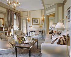 Deluxe Suite Living-room