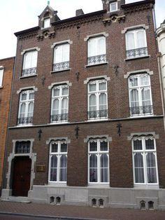 Woonhuis voor apotheker Cloquet van architect Pierre Cuypers in de Swalmerstraat