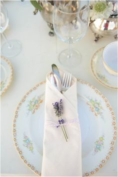 Lovely lavender place setting.   Photography: Katrina Amburgey Photography - www.kamburgeyphotography.com Photography: Casey Chancellor Ray From Phrecklefacephotography - www.phrecklefacephotographyblog.com