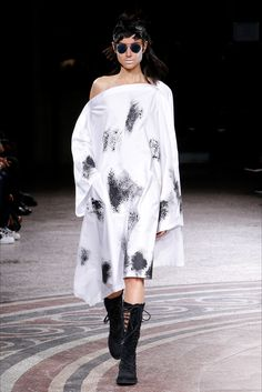 Sfilata Yohji Yamamoto Parigi - Collezioni Primavera Estate 2017 - Vogue