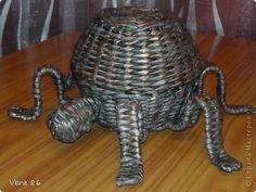 Поделка изделие Плетение Паучок и ваза Трубочки бумажные фото 3