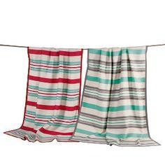 Luftig, leichte Sommerdecke mit frischen Farbakzenten. Ein idealer Begleiter für den Sommer.