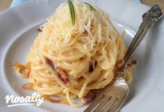Spagetti carbonara Tündér konyhájából | Nosalty Hungarian Recipes, Italian Recipes, Easy Spaghetti Carbonara, Pasta Noodles, Bon Appetit, Pasta Recipes, Main Dishes, Bacon, Food Porn