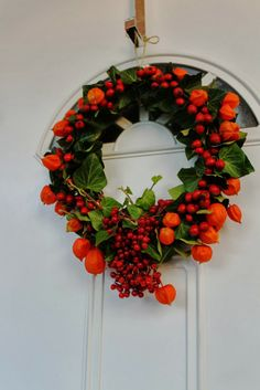 Komoda, venčeky, dyne a kadečo. Christmas Wreaths, Floral Wreath, Holiday Decor, Home Decor, Christmas Garlands, Homemade Home Decor, Holiday Burlap Wreath, Decoration Home, Floral Garland