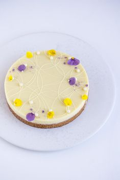 LEMON CAKE WITH WHITE CHOCOLATE GANACHE