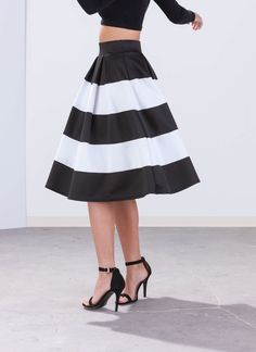 Aim To Pleats Striped Midi Skirt BLACKWHITE