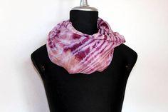 delicata sciarpa leggera e morbida in seta tinta a mano con Evening Shawls, Silk Wrap, Silk Scarves, Shawls And Wraps, Delicate, Retail Therapy, Etsy, Shopping, Handmade