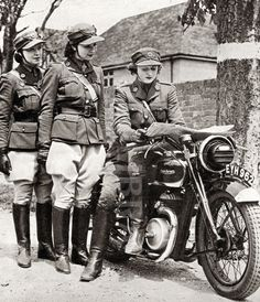 Britain's Female Dispatch Riders, The Wrens - ADVrider