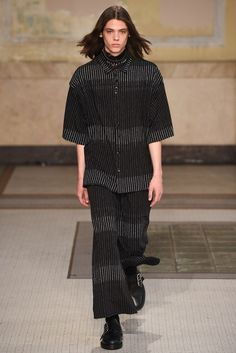 Damir Doma Spring 2017 Ready-to-Wear Collection - Vogue Fashion 2017, Look Fashion, World Of Fashion, Fashion Show, Mens Fashion, Gothic Fashion, Fashion Styles, Damir Doma, Erin Mommsen