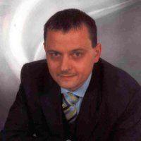 """Robert Koch - Vertriebsleiter bei Volksbank Süd-Oststeiermark """"Michael Rajiv Shah hat mich mit seiner kreativen Art der Einführung in die Welt von XING, dem sozialen Netzwerk im Berufsleben, begeistert. Ich kann nur jedermann empfehlen, ein XING bei ihm zu besuchen - er wird Ihnen neue Blickwinkel eröffnen...! Melden Sie sich bei ihm wenn Sie etwas aus folgenden Bereichen benötigen: #SocialMedia, #SozialeNetzwerke, #Kommunikation, #Twitter, #Facebook, #XING"""" @Robert Koch"""