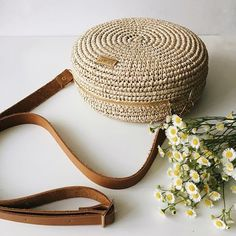 Хотела показать вам как выглядит замочек на сумке. Все гармонично сочетается между собой 💛 Leather Notebook, Leather Books, Leather Journal, Handmade Handbags, Handmade Bags, Handmade Bracelets, Mint Bag, Handmade Notebook, Crochet Cross