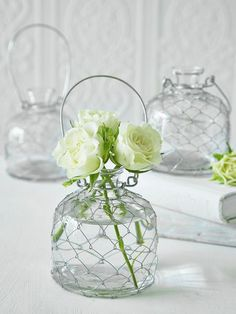 Create a stunning centre piece by suspending these gorgeous vases over the dining table and adorn with an assortment of fresh sprigs, wild flowers, and single blowsy blooms.
