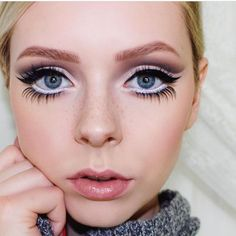 Gorgeous Makeup Looks For New Years Eve is part of eye-makeup - Start 2019 in style! Here are some beautiful makeup looks to bring a little elegance and sparkle to your New Year's Eve party outfit this year Makeup Inspo, Makeup Inspiration, Makeup Tips, Beauty Makeup, Glamour Makeup, Makeup Hacks, Makeup Tutorials, Makeup Ideas, Silvester Party Outfit