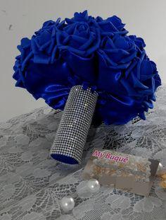 Buquê noiva artificial, confeccionados com rosas permanentes importadas com pétalas finas, onde remetem as naturais inclusive em sua textura.  Com cabo total em strass com delicados lacinhos no acabamento.    Para pagamento à vista no boleto ou débito on-line desconto de 7%, consulte-nos!
