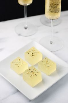 Prep for entertaining this Spring with this Champagne jello shots recipe - sugar and cloth #party #partyideas