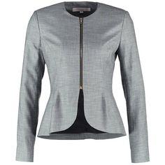 Een blazer is een echte musthave voor iedere fashionista! In een handomdraai tover jij je outfit om tot een echte eye catcher.  Bovendien laat een blazer jouw schouders iets breder lijken.. Perfect dus!!