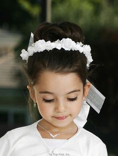 Fist Communion Veil - White Wreath with Ribbons for First Communion First Communion Veils, Holy Communion Dresses, First Communion Party, Flower Girl Hairstyles, Wedding Hairstyles, Communion Hairstyles, Special Occasion Hairstyles, White Wreath, Hair Wreaths