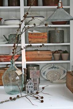 VIBEKE DESIGN: Small rustic house .. Small Rustic House, Christmas Holidays, Christmas Decorations, Vibeke Design, Scandinavian Christmas, Vintage, Natural, Home Decor, Manualidades
