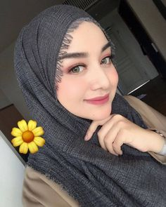 Indahnya ciptaan-Mu @antikarifani [#meulinteimak ] ➖➖➖➖➖➖➖➖➖➖➖➖➖➖➖➖➖ Mau fotonya di repost juga seperti foto  kakak di atas?⤵ 1. Follow… Modern Hijab Fashion, Hijab Fashion Inspiration, Muslim Fashion, Hijab Turban Style, Hijab Chic, Ootd Hijab, Arab Girls, Muslim Girls, Beautiful Hijab Girl