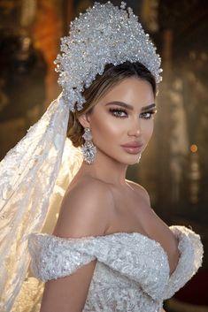 Wedding Dress With Veil, Wedding Veils, Wedding Dress Styles, Wedding Bride, Dream Wedding, Wedding Day, Extravagant Wedding Dresses, Beautiful Wedding Gowns, Beautiful Dresses