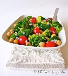 Insalata di broccoli, ceci e pomodorini