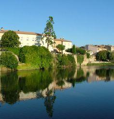 Limoux, Languedoc-Roussillon www.audetourisme.com France, Wine Tasting, Mansions, House Styles, Places, Summer, Travel, Summer Time, Viajes