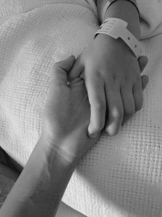 just-a-disordered-psychotic: claustrophobically: this hit me really hard ive never been in this position. anyone whos come to see me in hospital are fine, and they dont understand. Hospital Tumblr, Louis Aragon, Couple Ulzzang, High School Love, Couple Goals Cuddling, Couple Holding Hands, Hold Hands, Wattpad Stories, If I Stay