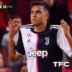 Best Football Skills, Football Tricks, Best Football Players, Soccer Players, Juventus Soccer, Juventus Players, Soccer Memes, Soccer Guys, Soccer Dribbling Drills