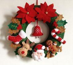 Guirlanda de Natal em feltro by elinor Felt Christmas Decorations, Xmas Wreaths, Felt Christmas Ornaments, Christmas Makes, All Things Christmas, Christmas Time, Modern Christmas, Christmas Projects, Felt Crafts