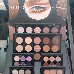 MAC Eyeshadow Palette stand