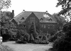 Willem Kromhout, Villa Ypenhof, jaren 80. In 1985 werd het pand, dat leegstond,  door brand verwoest  en is het vervangen door een appartementencomplex. Alleen de portierswoning aan de 's-Gravenweg herinnert nog aan de oude allure.