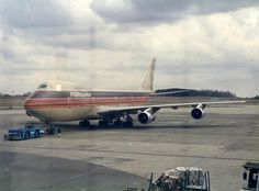 People Express Boeing 747..they haven`t been around for awhile...neat picture!