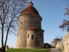 Dávnu históriu mesta potvrdzujú vykopávky z doby hradištnej a aj jedna z najstarších cirkevných stavieb na Slovensku – románska rotunda s Juraja, pravdepodobne z prelomu 12./13. storočia. Outdoor Decor