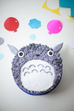 Totoro Cake with paper confetti - Coco Cake Land tutorial