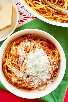 Ultimate Spaghetti with Red Sauce Red Pasta, Lotsa Pasta, Sauce Recipes, Pasta Recipes, Cooking Recipes, Weeknight Recipes, Dinner Recipes, Italian Dishes, Italian Recipes