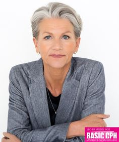 Model #4548 - Nina - BASIC CPH - Modeller og skuespillere Short Thin Hair, Short Grey Hair, Short Hair Styles, Going Gray Gracefully, Aging Gracefully, Hairstyles Over 50, Pixie Hairstyles, Best Skin Cream, Gray Hair Growing Out