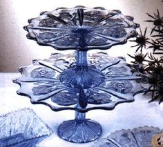 Beautiful cake stand. Wow any color and really pretty pieces are worth it