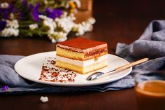 Italian food is not just all about pasta, pizza and cheese. It's also about tiramisu. However, for some twist, tiramisu cheesecake is here for you. Small Desserts, Fun Desserts, Delicious Desserts, Dessert Recipes, Easy Tiramisu Cheesecake Recipe, Vegan Tiramisu, Tiramisu Dessert, Classic Cheesecake, Walnut Recipes