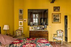 Jaune moutarde n'est pas jaune curry || Réalisation de Kierszbaum interieurs - Chambre jaune