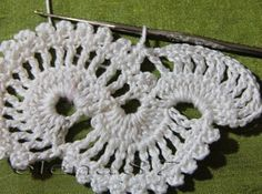 Ленточное кружево крючком. Описание вязания. Новогодний декор