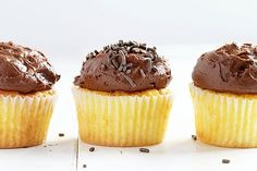 Perfect Yellow Cupcakes {with amazing Chocolate Buttercream} (i am baker) Yellow Cake Cupcakes, Yummy Cupcakes, Cupcake Cakes, Cup Cakes, Making Cupcakes, Cupcake Piping, Cupcake Frosting, Cupcake Flavors, Cupcake Recipes