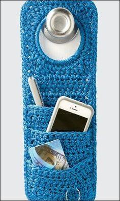 Crochet Diy Crochet World pattern: doorknob organizer. Crochet World, Crochet Diy, Crochet Home, Love Crochet, Crochet Gifts, Ravelry Crochet, Crochet Storage, Diy Crochet Organizer, Crochet Poncho