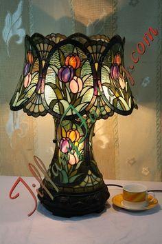 2f0j00mbaeuadflzbo tiffany tulip table lamp. Black Bedroom Furniture Sets. Home Design Ideas