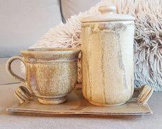 """30 kedvelés, 1 hozzászólás – Ceramiss Ceramic (@ceramiss) Instagram-hozzászólása: """"Délutáni szieszta... na, nem nekem. #ceramic #ceramiss #tablewares #mug #cup #handmade #art…"""" Sugar Bowl, Bowl Set, Ceramics, Mugs, Tableware, Instagram Posts, Art, Ceramica, Art Background"""