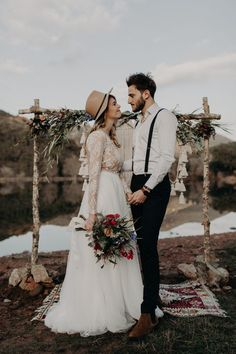 Boho-Chic Wedding Ideas for Free-Spirited Brides and Grooms Lilac Wedding, Chic Wedding, Wedding Trends, Wedding Styles, Wedding Ceremony, Wedding Flowers, Before Wedding, On Your Wedding Day, Wedding Suits