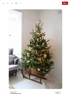 Are you looking for some Vintage Christmas Tree Decorations on this Christmas. Well here is a collection of vintage Christmas Decorations, that will guide you to [. Best Christmas Tree Stand, How To Make Christmas Tree, Cool Christmas Trees, Noel Christmas, Country Christmas, Christmas Crafts, Magical Christmas, Christmas Tree In Basket, White Christmas