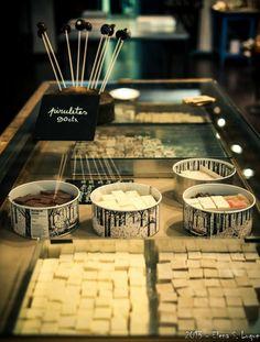 Para los amantes del dulce, una visita indispensable en #Barcelona es Çukor, obrador donde fabrican una gran variedad de golosinas y dulces artesanales. También hacen talleres de cocina dulce.