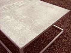 #tavolo da giardino in micro cemento e resina, decorazione a testure