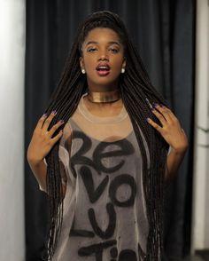 Com sua bela voz, IZA saiu do YouTube e conquistou os palcos de todo o Brasil
